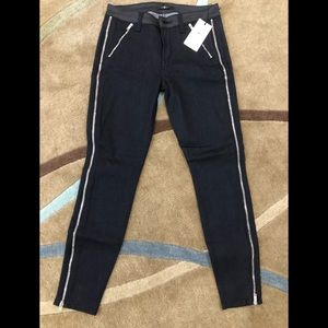 🔥7 for all man kind dark navy jeans with zippers.